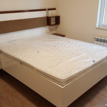 yatak, dolap ve ışıklandırma